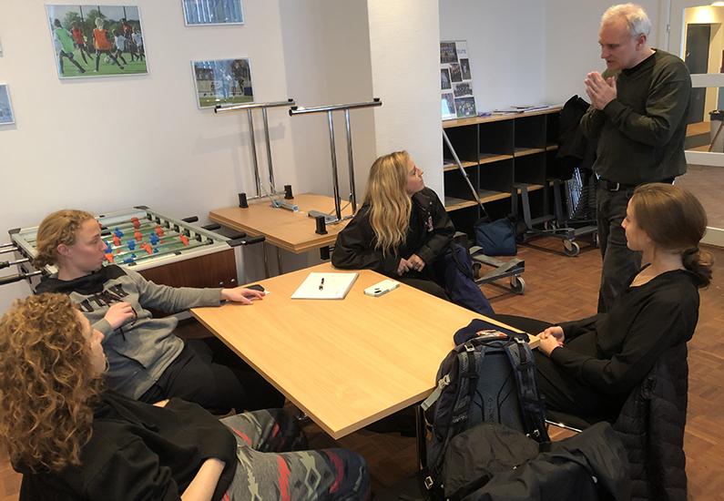 Undervisning i dansk til udenlandske spillere